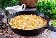 Рецепта Пържени яйца и праз лук в масло (омлет)